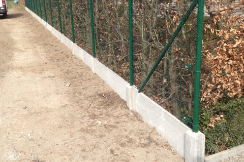 afsluiting in bekaertsteunen met hortaplastdraad