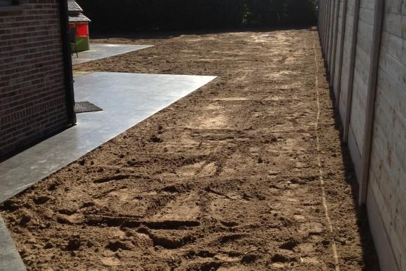 volledige opkuis van tuin met nieuwe afsluiting en gazon